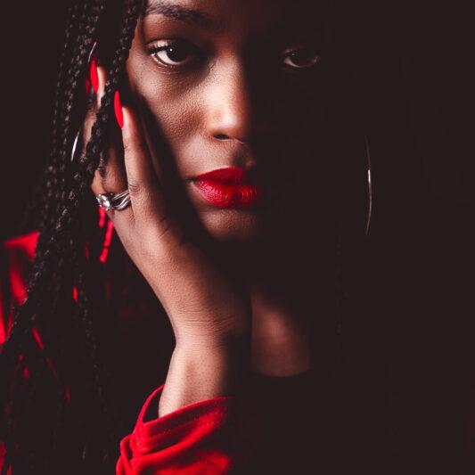 Portret van vrouw in Tilburg door fotograaf